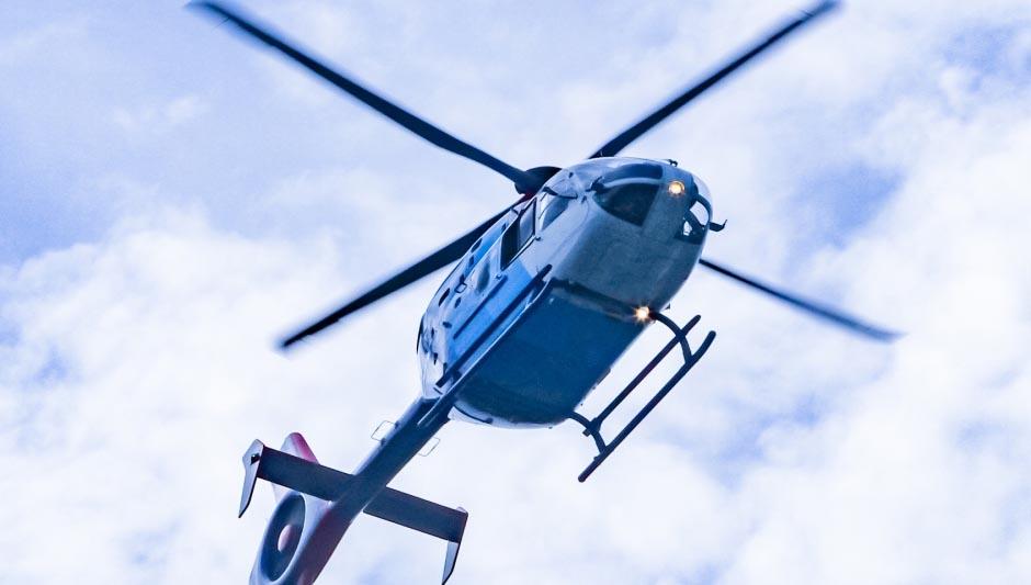 ヘリコプターと小型飛行機